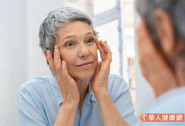 會形成皺紋的其中一個原因,就是活性氧帶來的不良影響。(圖/華人健康網)