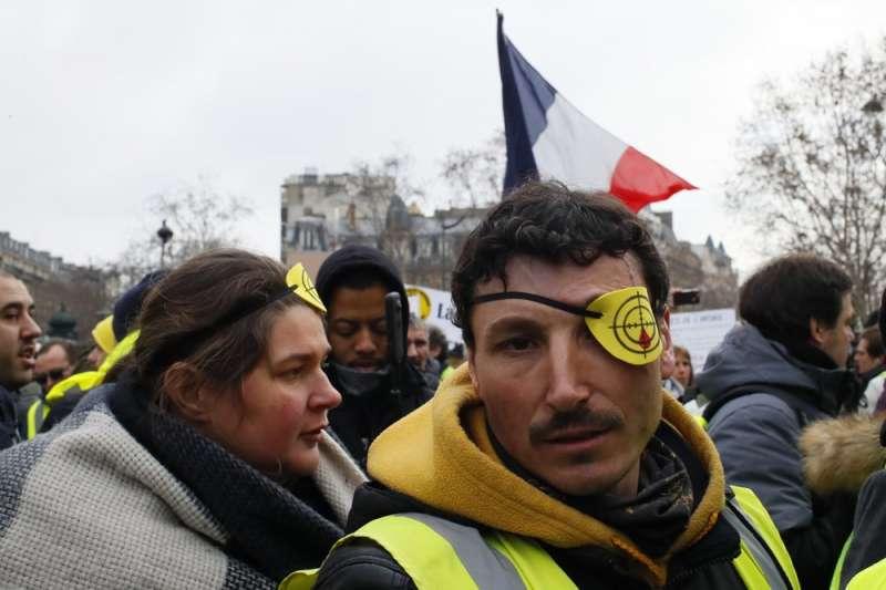 法國黃背心運動,多人遭警方以橡膠子彈射成重傷或失明,許多示威者要求不再使用橡膠子彈。(AP)