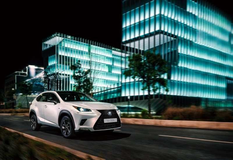 13 Lexus NX小改款之後表現一飛沖天,2020年式LSS+升級更導入全速域自動跟車技術,儘管小輸GLC,但在無水貨的前提下,還是要給和泰車大大的讚。(圖/車訊網)