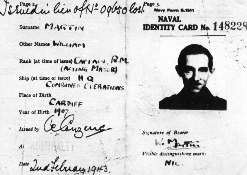 馬丁少校的海軍身份證。(圖/維基百科)