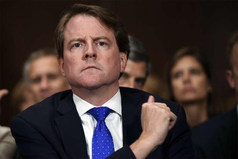美國白宮前法律顧問麥耿(Donald McGahn),遭聯邦法院裁定不能拒絕出席彈劾聽證會作證。(AP)