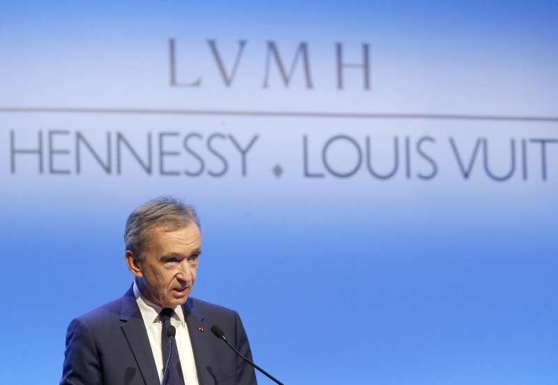 路威酩軒(LVMH)集團收購百年珠寶品牌蒂芙尼(Tiffany),圖為LVMH集團執行長阿爾諾(Bernard Arnault)。(AP)