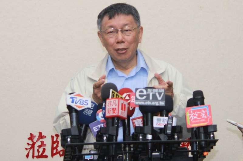 20191127-台北市長柯文哲27日上午前往台北市議會慰勞法規委員會委員。會前接受媒體訪問。(方炳超攝)