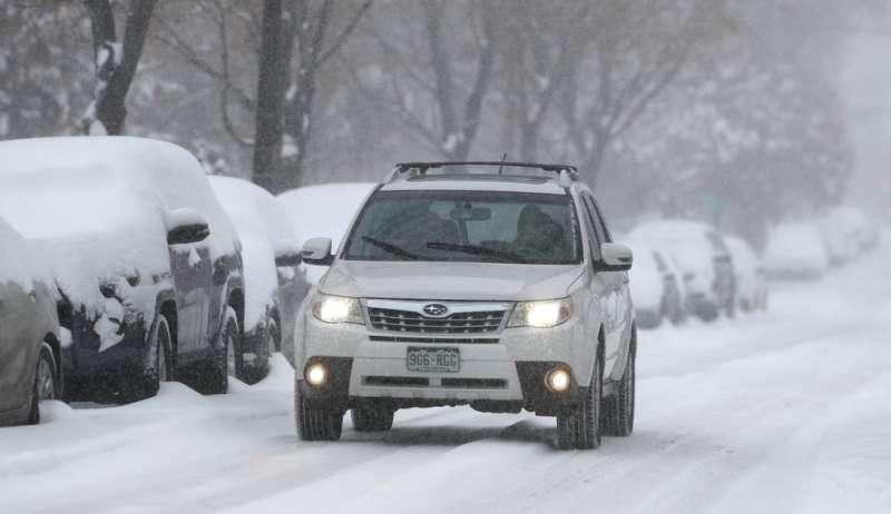 11月26日,美國科羅拉多州丹佛下起大雪(美聯社)