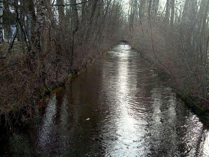 小溪是三萬具骨灰的見證(圖/鱸魚)