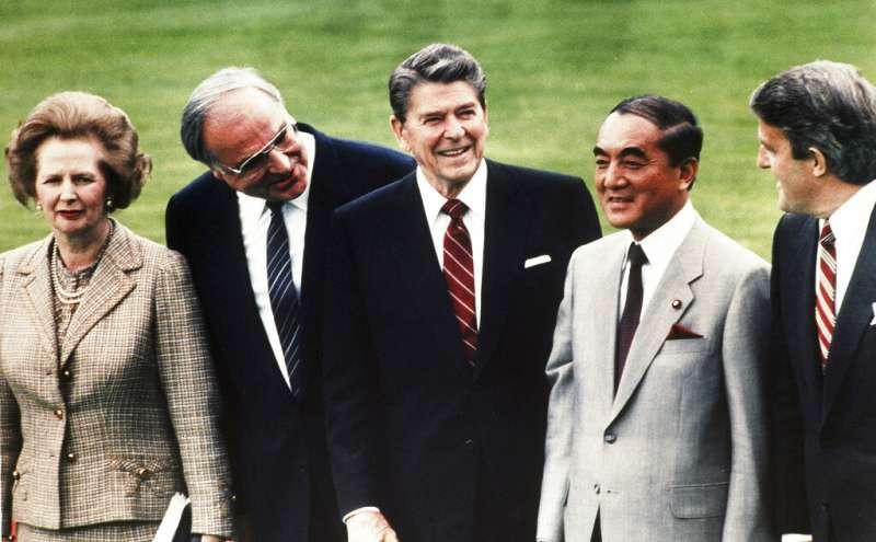 英國前首相柴契爾夫人、德國前總理柯爾、美國前總統雷根、日本前首相中曾根康弘、加拿大前總理穆爾羅尼(由左至右)。(美聯社)