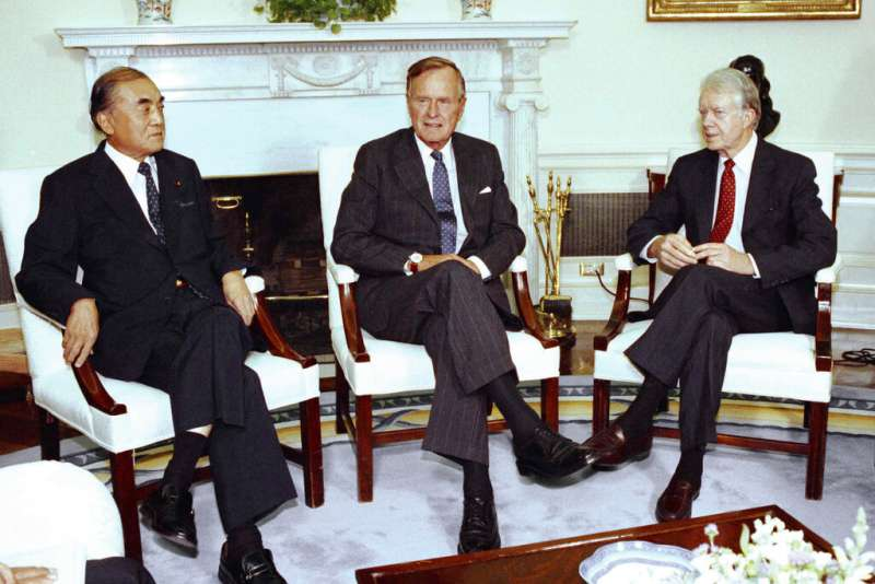 日本前首相中曾根康弘、美國前總統老布希、美國前總統卡特。(美聯社)