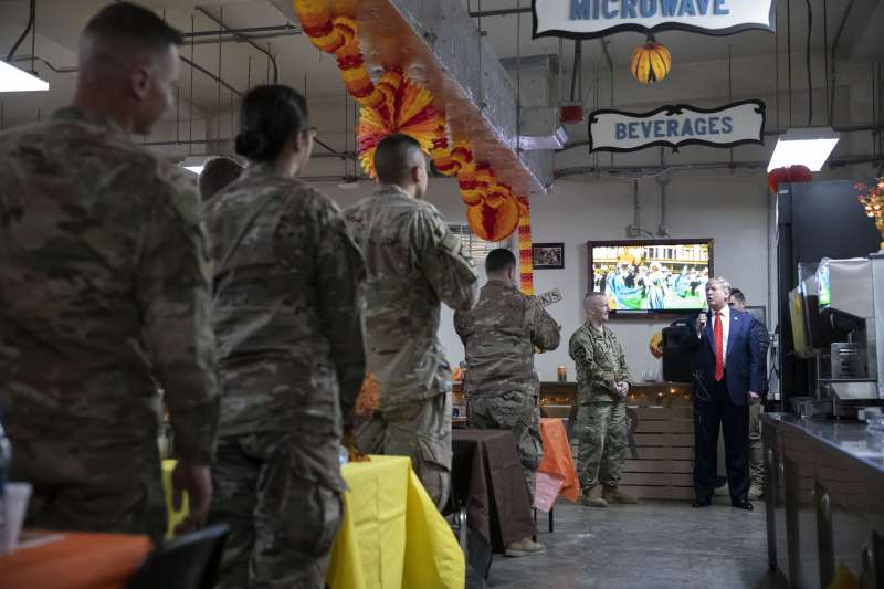 美國總統川普28日忽然突然造訪阿富汗,慰問當地美軍(美聯社)