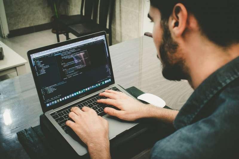 如果你要做一個品牌,會寫的就不能只有程式碼了。(圖/方格子)