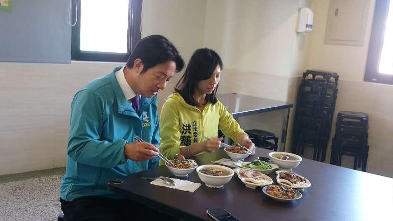 20191129-民進黨副總統候選人賴清德的輔選行程中,有許多與立委候選人美食直播、品嚐在地小吃的畫面,儼然從「賴神」變成「食神」。(賴清德團隊提供)