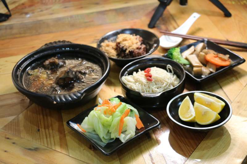三才靈芝農場環境清幽,「靈芝養生餐」更是美味好吃。  (圖/李梅瑛攝)