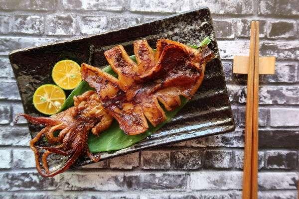 石栗適合調理肉類及烤海鮮類。(圖/作者提供)