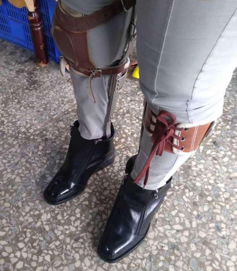 Bespoke鞋款:劉一刀為患有小兒麻痺的客人量身訂作的鞋款。(圖/劉一刀官方臉書粉絲頁)