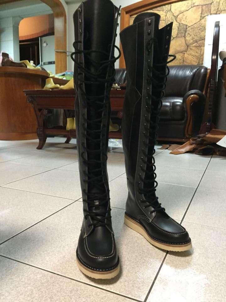 大腿靴成品。(圖/CYC Handmade Shoes官方臉書粉絲頁)