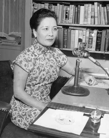 蔣宋美齡在電台廣播照片(1945年)(圖/方格子)