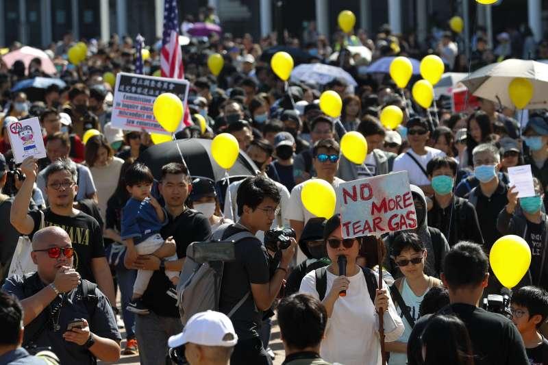 2019年12月1日,香港民眾在區議會選後首度上街示威(AP)