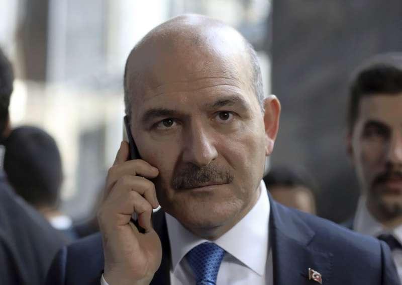 土耳其內政部長索魯日前強硬表示會開始將聖戰分子強制驅逐出境。(AP)