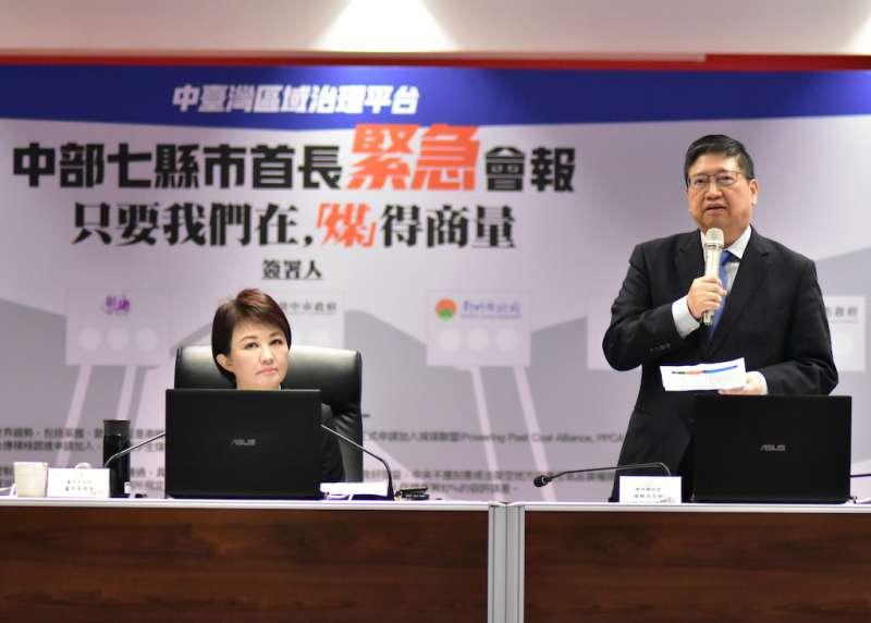 新竹縣長楊文科(右)強調,減碳是世界共同的趨勢,更是國內公投案多數民意所向。(圖/新竹縣政府提供)