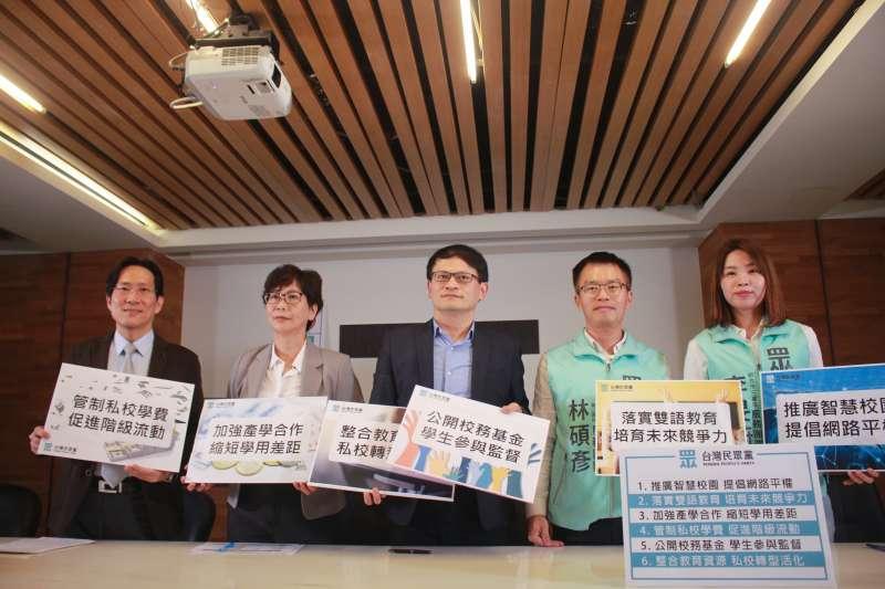 台灣民眾黨今(4)日由立委候選人召開記者會,公布教育政策。(方炳超攝)