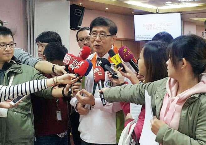 健保署長李伯璋公布民眾對健保滿意度達89.7%新高,但醫界持續維持在低檔。(陳柏因攝)
