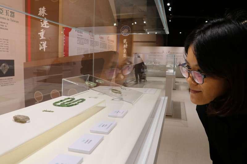 「海上瑰寶-臺灣古代海路交流特展」展示玉器件件璀璨精美,值得細細品味。  (圖/新北市十三行博物館提供)