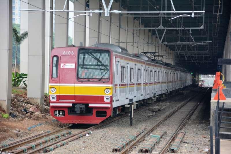 目前印尼國鐵的窄軌系統內,有大量來自日本的二手車。圖/想想論壇