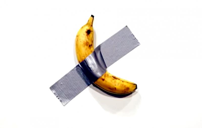 邁阿密藝術展的展品〈喜劇〉,其實就只是膠帶貼著香蕉,卻賣出365萬天價。(截自網路)