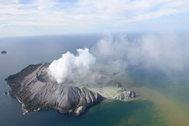 2019年12月9日,紐西蘭白島(White Island,Whakaari)的火山突然爆發,造成人員傷亡失蹤(AP)