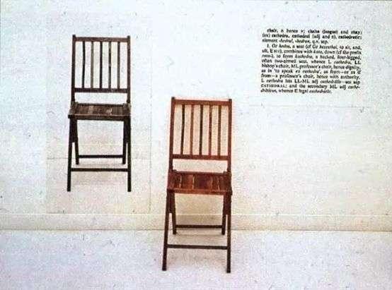 03 《一把和三把椅子》,約瑟夫 ‧ 科蘇特(Joseph Kosuth),1965。該作品展示一張木質折疊椅、一張已安裝椅子的照片,以及在字典中定義「椅子」的說明文字的放大照片。(圖/城市美學新態度)