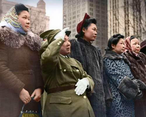 13. 華僑婦女的軍禮