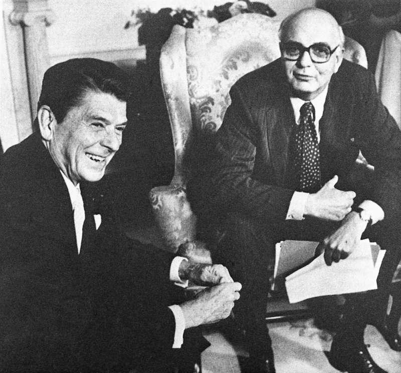 前美國總統Ronald Reagan(左)前美國聯準會主席Paul Volcker(右)(AP/J. Scott Applewhite)