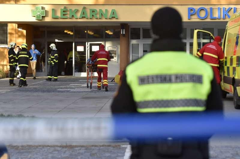 捷克第二大城奧斯特拉瓦一處發生槍擊案,造成6死2重傷,兇嫌目前仍在逃。(AP)