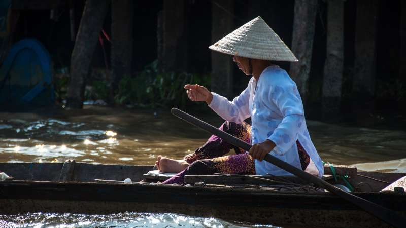 越南人、越南、划船、斗笠(圖/Pixabay)。