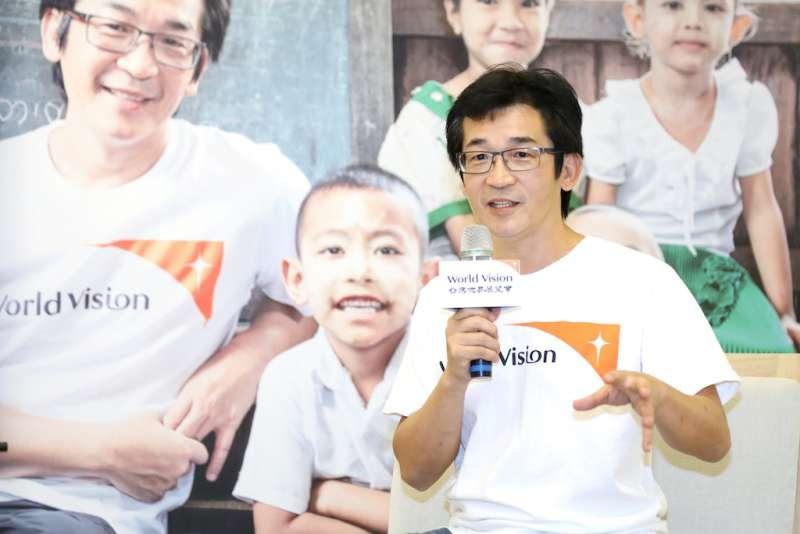 資助兒童計畫代言人魏德聖於記者會中率先加入「Chosen」,並呼籲大眾一同報名參與。(圖/台灣世界展望會提供)