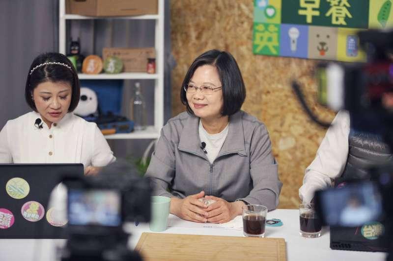 20191212-總統蔡英文12日親自接受競選連任辦公室節目《一起吃早餐》專訪。(蔡英文競選辦公室提供)