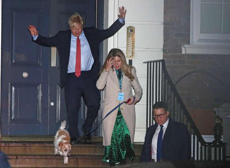2019年12月13日,英國國會大選結果出爐,保守黨大勝,首相強森表示將會全力拚脫歐。(AP)