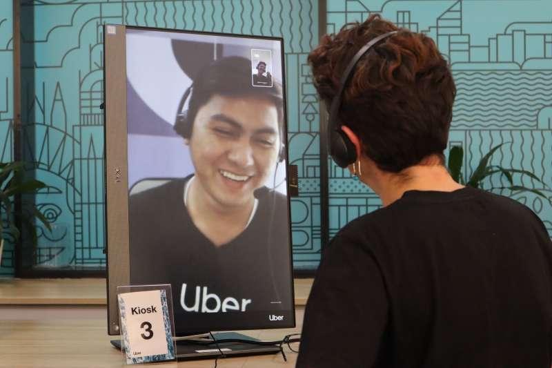 澳洲Uber綠燈駕駛服中心(Greenlight Hub)提供駕駛夥伴面對面與線上諮詢。(蔡娪嫣攝)