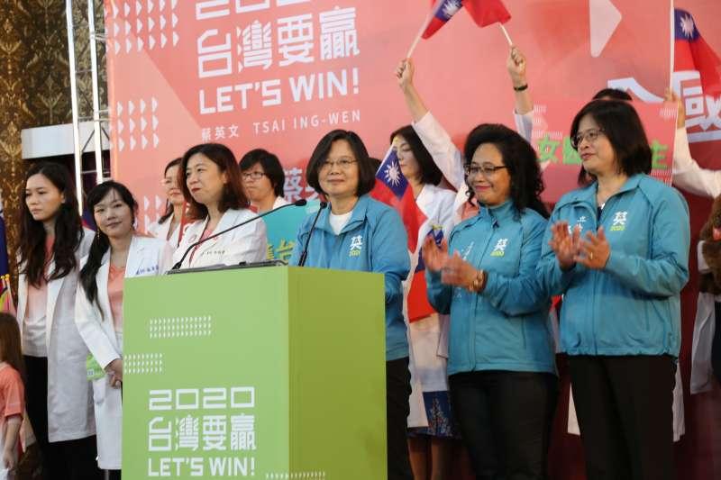 20191215-總統蔡英文(中)15日出席全國女醫師後援會。(蔡英文競辦提供)