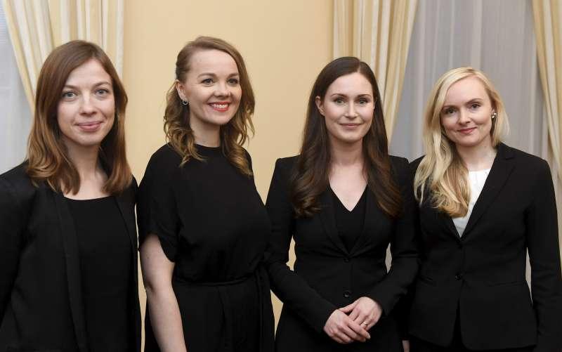 從左到右分別是芬蘭教育部長安德森、經濟部長庫姆尼、芬蘭總理馬林、內政部長歐希薩洛(美聯社)