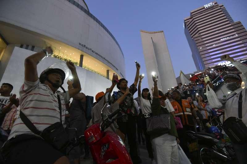 泰國未來前進黨的數千名支持者14日走上曼谷街頭抗議,成為2014年政變以來最大的示威遊行(美聯社)