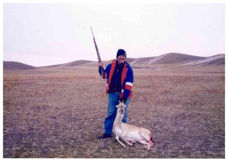 我在蒙古獵得的第一隻野黃羊。(作者海中雄提供)