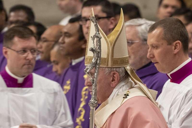 天主教會常因隱匿性侵孌童案而遭人詬病,教宗方濟各宣布性侵案件不能再援引「宗座保密」法規。(AP)