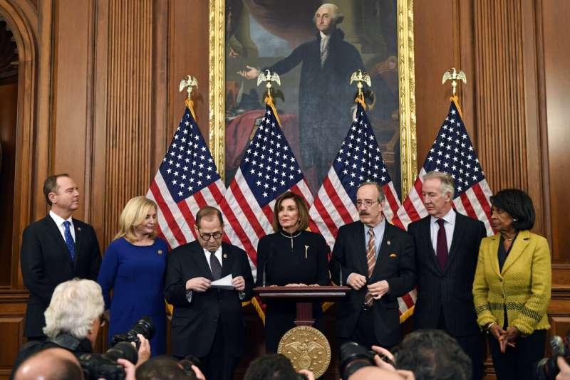 2019年12月18日美國聯邦眾議院議長裴洛西宣布彈劾川普總統。(AP)