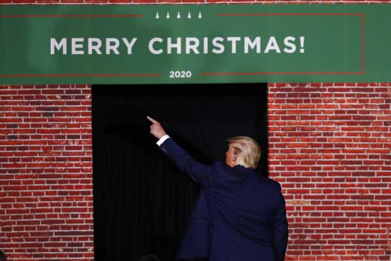 聖誕節、耶誕節、2019年12月18日美國聯邦眾議院議長裴洛西宣布彈劾川普總統,當時川普正在密西根舉行造勢,痛斥民主黨沒事找事做。(AP)