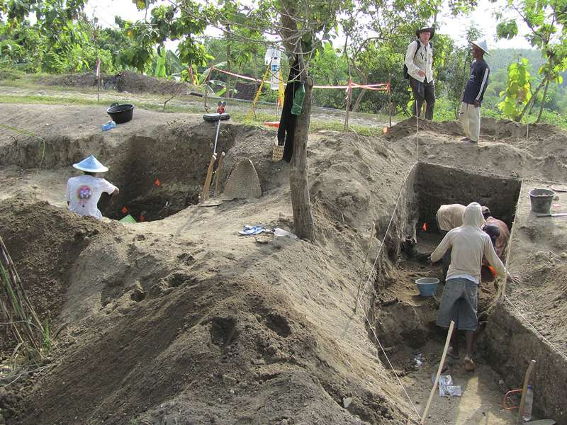 印尼爪哇島梭羅河附近的昂棟河階地,是直立人最晚的化石出土區域。(AP)
