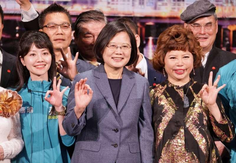 20191219-總統蔡英文19日出席內科之夜歲末聯歡晚會。(盧逸峰攝)