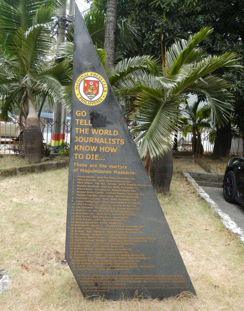 菲律賓馬京達瑙屠殺案紀念碑(Ramon FVelasquez@Wikipedia / CC BY-SA 3.0)