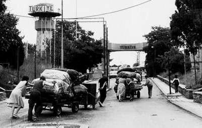 """1989年""""大遠足""""中的保加利亞土耳其人,圖源:balcanicaucaso.org。(作者劉燕婷提供)"""