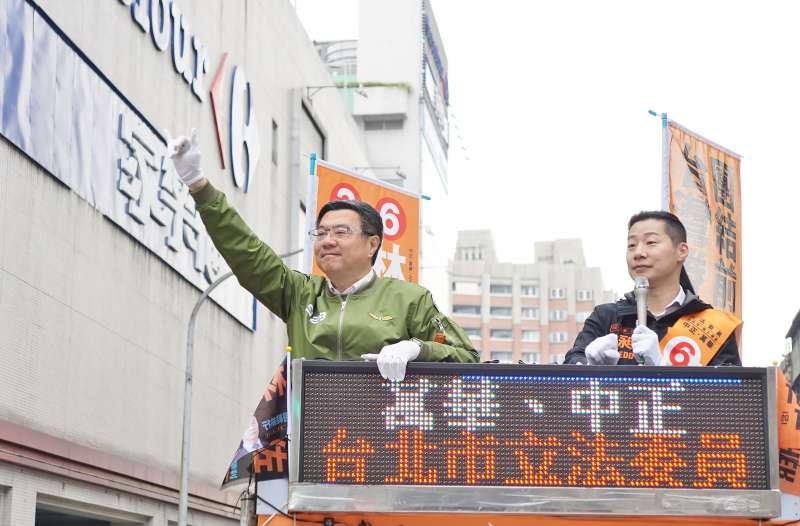 20191224-民進黨主席卓榮泰24日陪同立委林昶佐掃街。(盧逸峰攝)