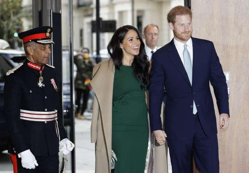 英國王室準備歡慶聖誕節。圖為英國哈利王子與梅根王妃。(AP)